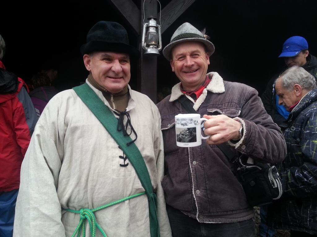 Osadnik górski Miłośnik Budnik wraz z uczestnikiem i naszym kubkiem